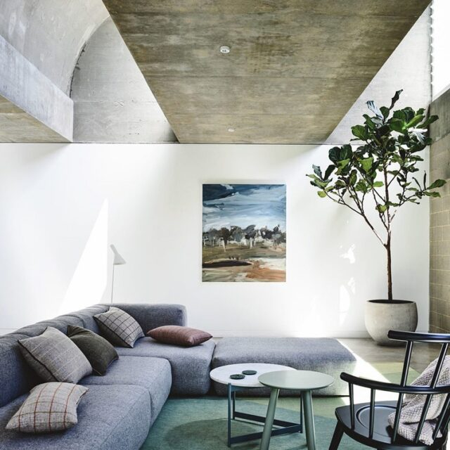 Calm morning at one of our favourites #EATmovinghouse 📸 @derek_swalwell #architectseat #architecture #interiors #interiordesign #concrete #houses #home