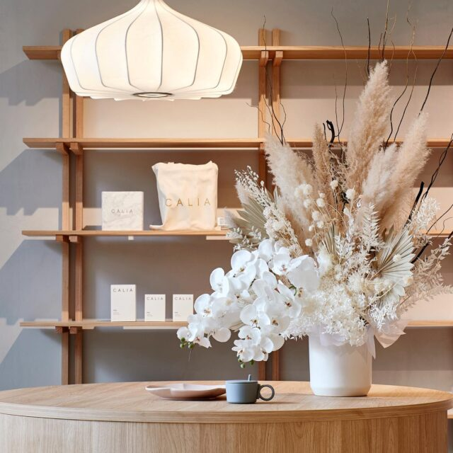 """""""A neutral colour palette of natural handmade ceramics and warm timbers, allowing the expansive Japanese retail selection to take centre stage. """" #EATCaliaEmporium 🙌🏻🙌🏻 #architectseat #eatinteriors #retail #retaildesign #interiors #interiordesign 📸 by @shannonmcgrath7"""