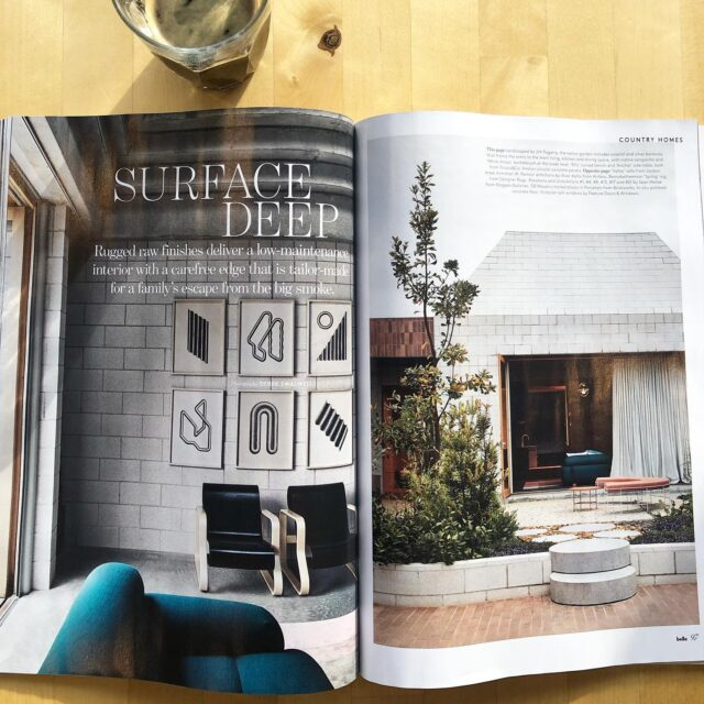 #EATBellowsHouse in the latest @bellemagazineau thanks to the amazing team @ms.tanyabuchanan #harryrobertsbellemagazine 🙏🙏 . Special shout out to @sweedesign for her art consultancy work with our client, absolutely amazing collection of Australian contemporary arts, love them 👏👏👏 . 📸 @derek_swalwell  . #architectseat® #eatinteriors #eathouses™ #eatinthemedia #flinders #bellemagazine #bellemagazine #beachhouse #holidayhome #residentialdesign #residentialarchitecture #homeinspo #interiordesign #interiorstyling