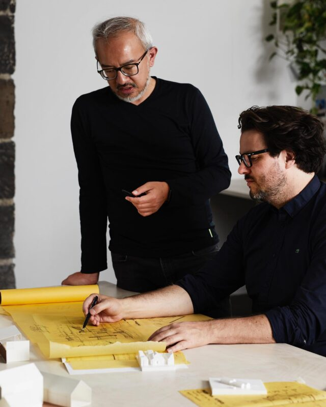 Tom and Albert having a yarn about #RuumEscape  All designs have been centred around the concept of 'escape', a direct response to the movement of people favouring weekend getaways and an increased demand to live and work remotely on flexible rural sites.  @ruum_living has curated a series of five houses that have been designed by five different architecture firms. @chamberlainarchitects have again returned to design one of the residences, and this time are joined by @andywongplus @architectseat @fmdarchitects and @tomrobertsonarchitects  📸 @caitlinmillsphotography  #ruumliving #architectseat® #eatinteriors #eathouses™ #australianarchitecture #residentialarchitecture #beachhouse #holidayhouse #weekendgetaway